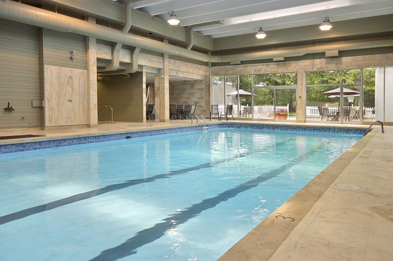 Cornwall ramada hotel amenities free breakfast parking more for Hotels in cornwall with indoor swimming pool